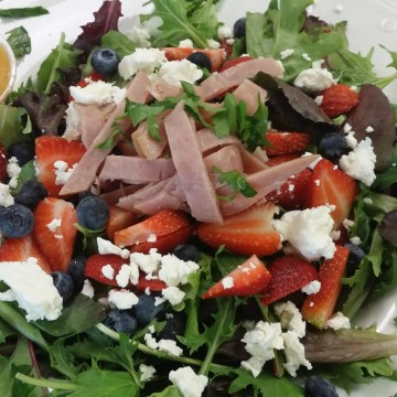 Colorful and Patriotic Lunch – Red, White and Blue Salad